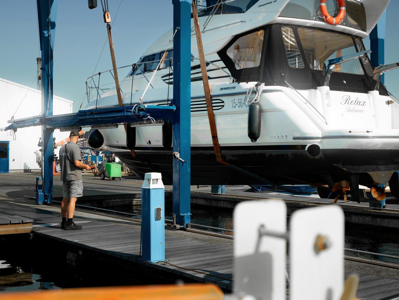 Jachthaven Stenhuis - Botenlift tot 20 ton - Boot hijsen - Zomerstalling