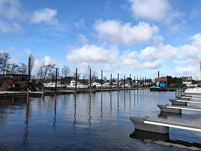 Jachthaven Stenhuis - Milieubewust en Duurzaam - steigers gerecycled kunststof en staal