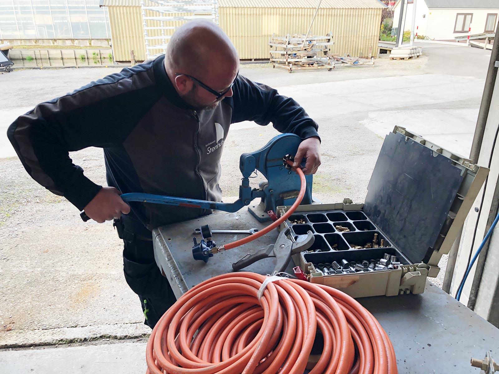 Jachthaven Stenhuis - Gecertificeerd gaskeurmeester Arnaud Brouwer gasslangen vervangen